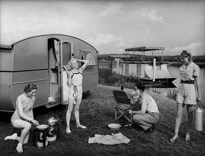 Photograph - Caravan Trippers by Fox Photos