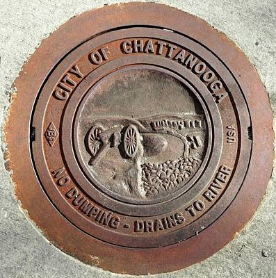 Photograph - Chattanooga Manhole Cover by Vincent Green