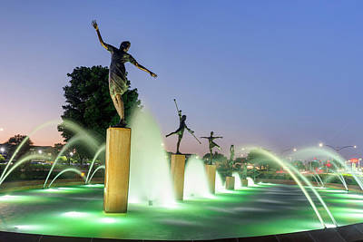Photograph - Children's Fountain At Dawn - Kansas City Missouri by Gregory Ballos