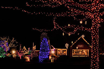 Photograph - Christmas At Peddlers Village 2 by Carolyn Derstine