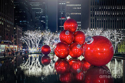City Scenes Royalty-Free and Rights-Managed Images - Christmas Comes To Town by Evelina Kremsdorf