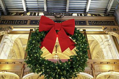 Photograph - Christmas Wreath At The United States Realty Building New York City by John Rizzuto