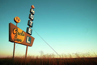 Photograph - Circle Inn Color by Todd Klassy