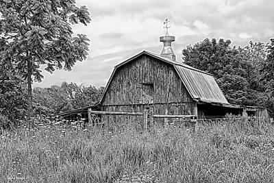 Photograph - Classic Barn by Wesley Nesbitt