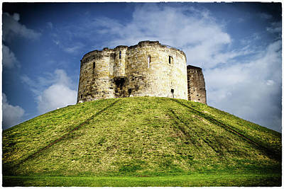 Photograph - Clifford's Tower Vignette by Scott Lyons