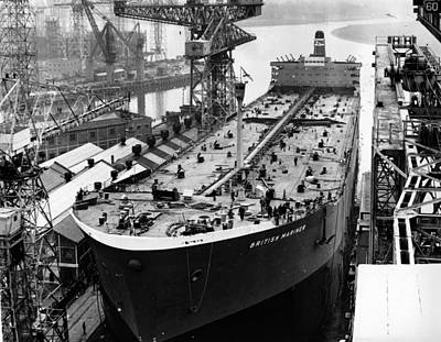 Photograph - Clydeside Tanker by Central Press