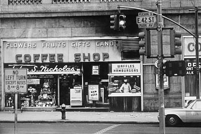 Photograph - Coffee Shop On 42nd And Park Avenue In by Alfred Gescheidt