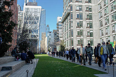 Photograph - Crowded High Line by Doug Ash