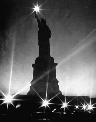 Photograph - Crystalline Night Surrounding The Statue by Andreas Feininger