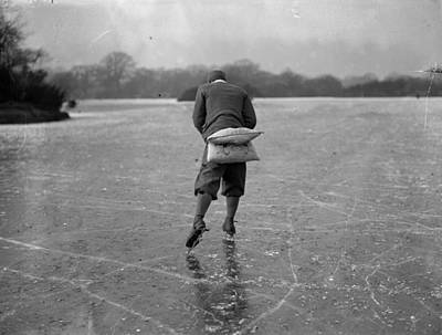 England Photograph - Cushioned by Fox Photos