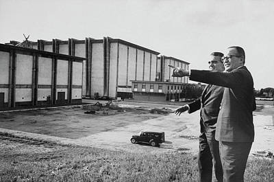 Photograph - Dino De Laurentiisjack Valenti by Carlo Bavagnoli