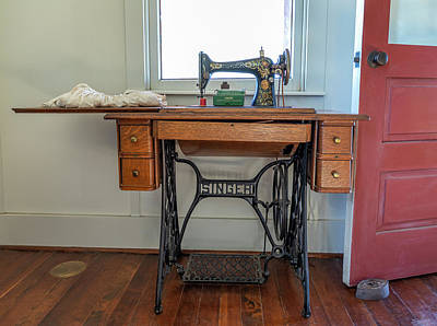 Photograph - Dotson Home And Restaurant - Singer Sewing Machine by Gene Parks