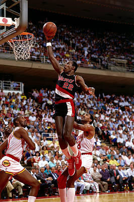 Photograph - Drexler Drives To The Basket by Bill Baptist