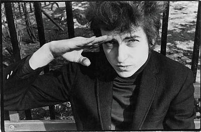 Close Up Photograph - Dylan Salutes In Sheridan Square Park by Fred W. McDarrah