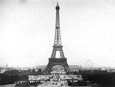 Eiffel Tower Art Print by Hulton Archive