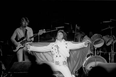 Photograph - Elvis In 1972 by Michael Ochs Archives