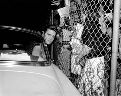 Photograph - Elvis Presley Arrives In Los Angeles To by Michael Ochs Archives