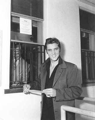 Photograph - Elvis Presley At A Cashiers Window by Michael Ochs Archives