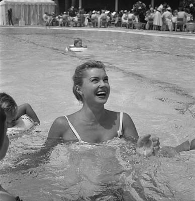 Esther Williams In The Pool Art Print