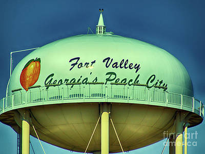 Digital Art - Fort Valley Georgia Peach State Water Tower by Kim Pate