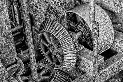 Photograph - Gears In Time by Wesley Nesbitt