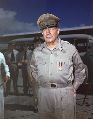 General Photograph - General Douglas Macarthur by Hulton Archive