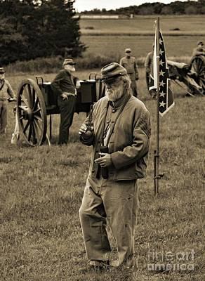 Gold Pattern - Gettysburg Battlefield - Confederate Artilleryman by Cindy Treger