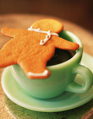 Photograph - Gingerbread Cookie On Coffee Cup by Richard Jung