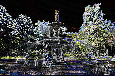 Photograph - Glowing Forsyth Fountain by Carol Groenen