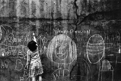 Photograph - Graffiti Artist by Thurston Hopkins