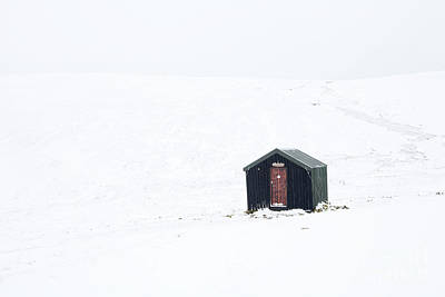 Photograph - Great Lingy Hut In Winter by Gavin Dronfield