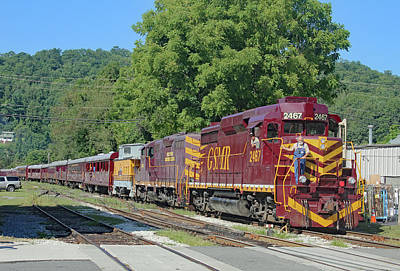 Photograph - Great Smoky Mountains Railroad 9 2 C by Joseph C Hinson Photography
