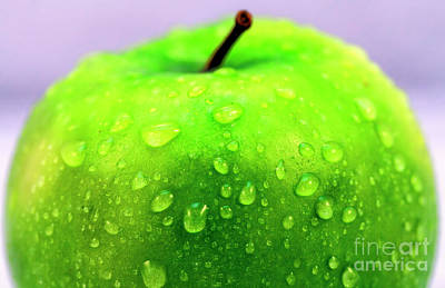 Photograph - Green Apple Profile by John Rizzuto