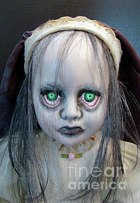 Sculpture - Haunting Helen by Cindy DeGraw