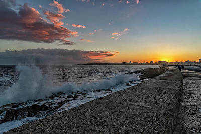 Photograph - Havana Sunrise by Tom Singleton