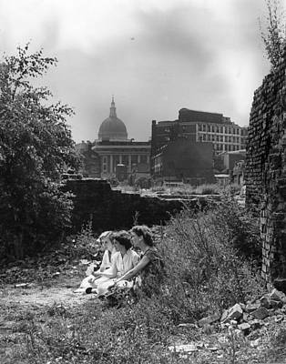 England Photograph - Haven In The City by Derek Berwin