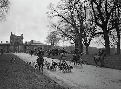 Shooting Wall Art - Photograph - Heythrop Hounds by Kirby