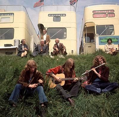 Photograph - Hippies At Epsom by John Minihan