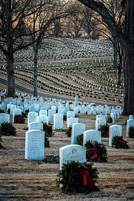 Photograph - Holiday Wreaths At National Cemetery by Tom Singleton