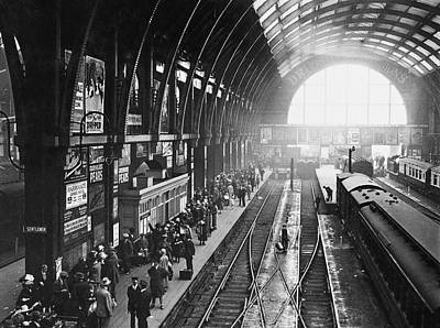 Photograph - Holidaymakers At Kings Cross by Topical Press Agency