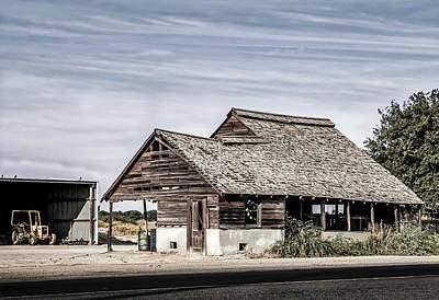 Photograph - Jersey Street Barn - Desaturated by Gene Parks