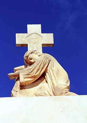 Photograph - Jesus Face Cross by Munir Alawi