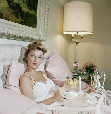 Indoors Photograph - Julie London by Slim Aarons