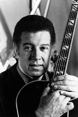 Photograph - Kenny Burrell by Afro Newspaper/gado