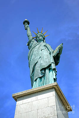 Photograph - Lady Liberty In Paris by Olivier Le Queinec