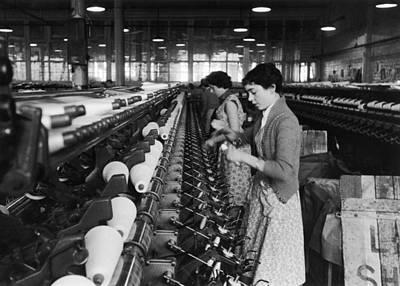 Photograph - Lancashire Mill Girls by Bert Hardy