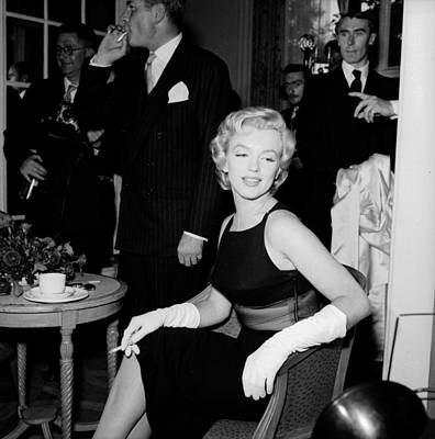 Photograph - Laurence And Marilyn by Harry Kerr