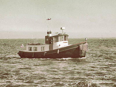 Photograph - Lil Tugboat by Charles McKelroy