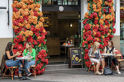 Photograph - London Flowers And Drinks  by John McGraw