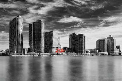 Photograph - Long Island City Skyline Nyc Sbw by Susan Candelario